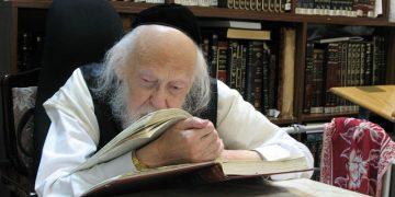 800px-Rabbi Yosef Shalom Elyashiv