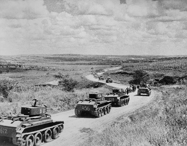 טנקים סובייטים במהלך הפלישה לברברוסה